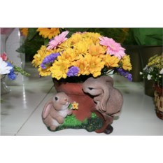 Садовая фигура-кашпо Горшок с зайцами
