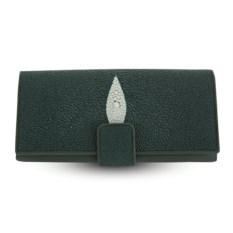 Зеленое женское портмоне из кожи ската на хлястике