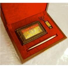 Набор из кожаной визитницы, ручки Parker и флешки
