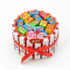Торт из конфет Киндер love is мини
