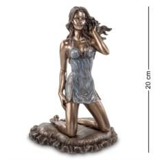 Статуэтка Девушка в голубом (высота 20 см)