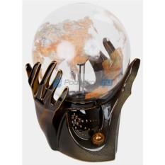Плазменный шар-светильник с молниями Палантир – Глобус в руках d 21 см