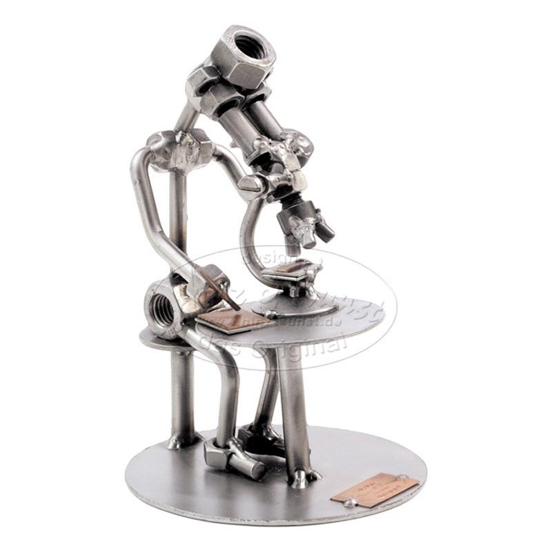 Статуэтка из металла Учёный с микроскопом