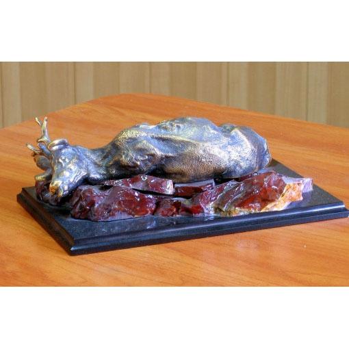 Скульптура «Убитый олень»