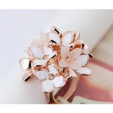 Коктейльное кольцо «Нежный букет» с кристаллами и эмалью