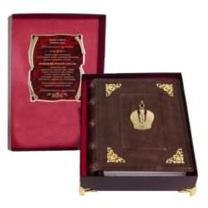 Кожаный фотоальбом с уголками Корона в футляре