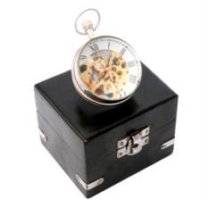 Настольные часы в черном футляре