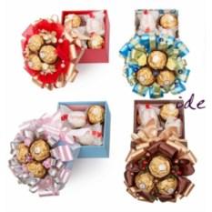Набор конфет в коробочке с декором (10х10 см)