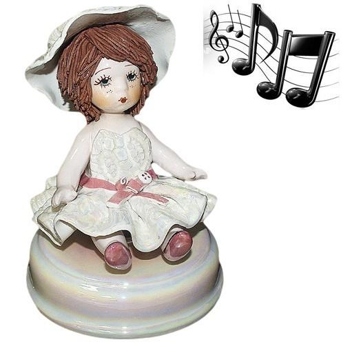 Музыкальная фарфоровая статуэтка Девочка в шляпе