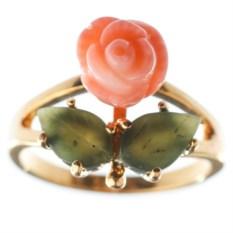 Позолоченное кольцо с кораллом и нефритом Роза
