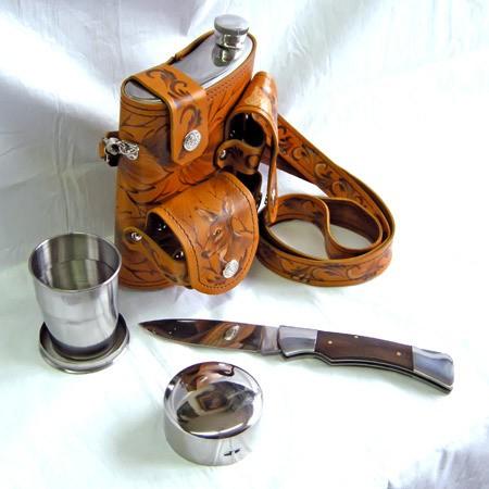 Фляга на 0.75 л. в кожаном чехле с ножом и складным стаканом