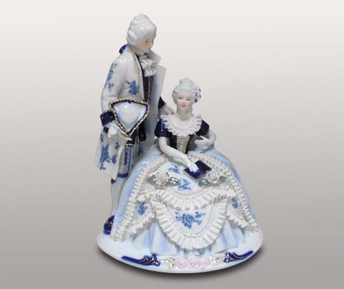Декоративная статуэтка, молодая пара
