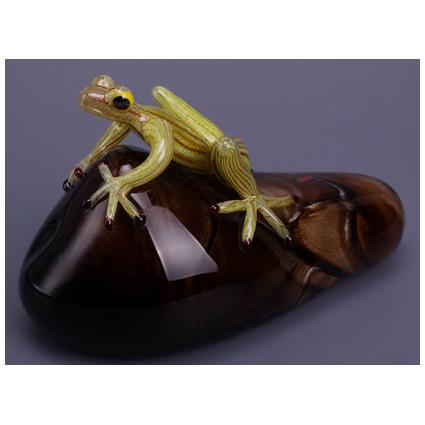 Фигурка «Лягушка на камне»