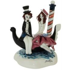 Фарфоровая статуэтка Пара в лодке