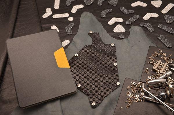 Кожаный чехол для iPad Air 2 «Черное пламя» (черный/желтый)