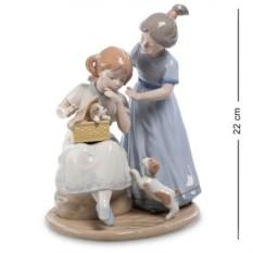 Фигурка Девочки с собачкой (Pavone)