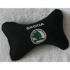 Черная подушка Skoda (подголовник)