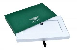Подарочная коробка-пенал с ложементом для открытки и значка