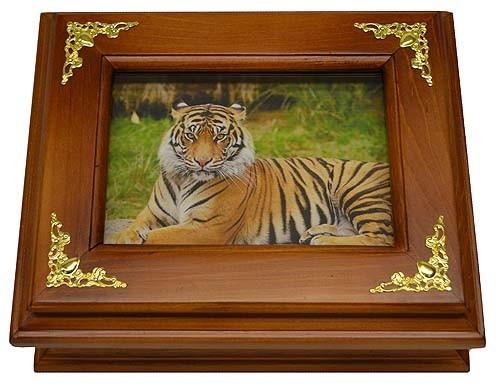 Деревянная ключница Тигр