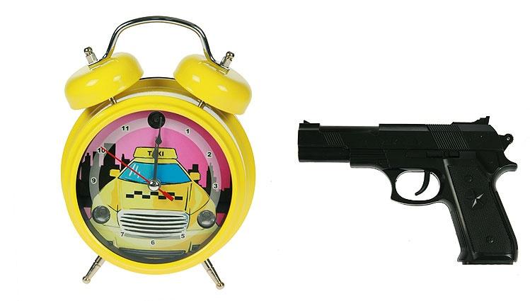 Часы-будильник Меткое пробуждение с пистолетом