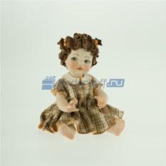 Фарфоровая статуэтка Девочка в клечатом платье от Sibania