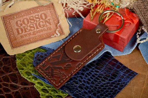 Бордовый кожаный брелок / Футляр для флешки GukFactory