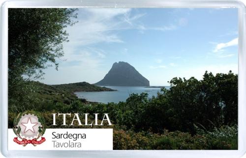 Магнит: Италия. Сардиния. Вид на остров Таволара