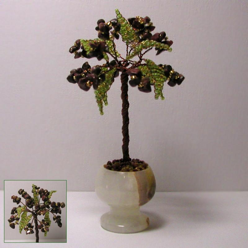 Миниатюрное дерево счастья из родонита в вазочке из оникса