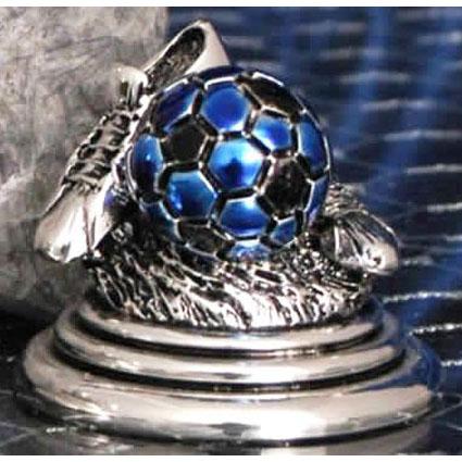 Футбольный трофей с синим мячом