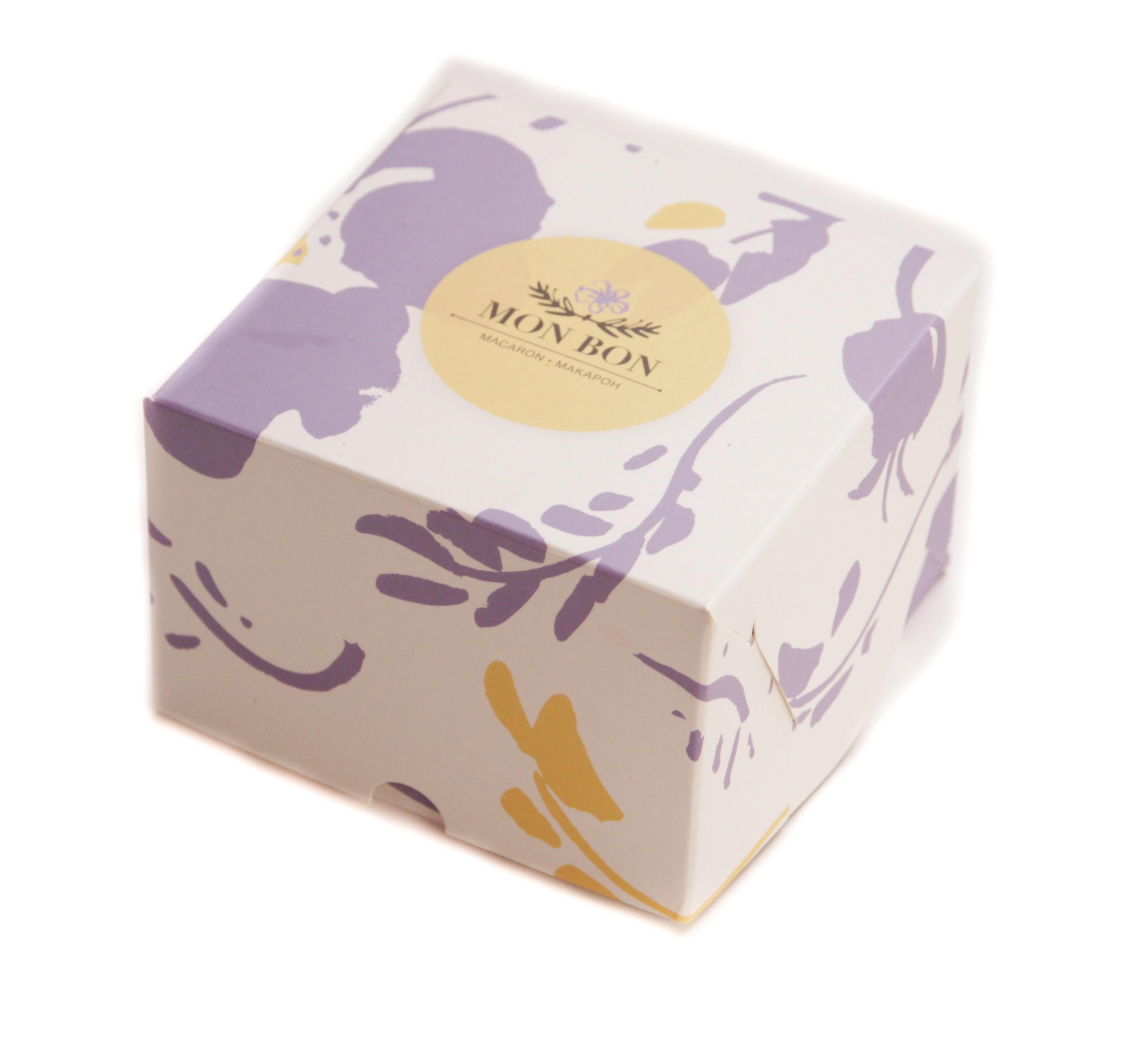 Ассорти из 12 Petit в белой коробке + открытка Для себя