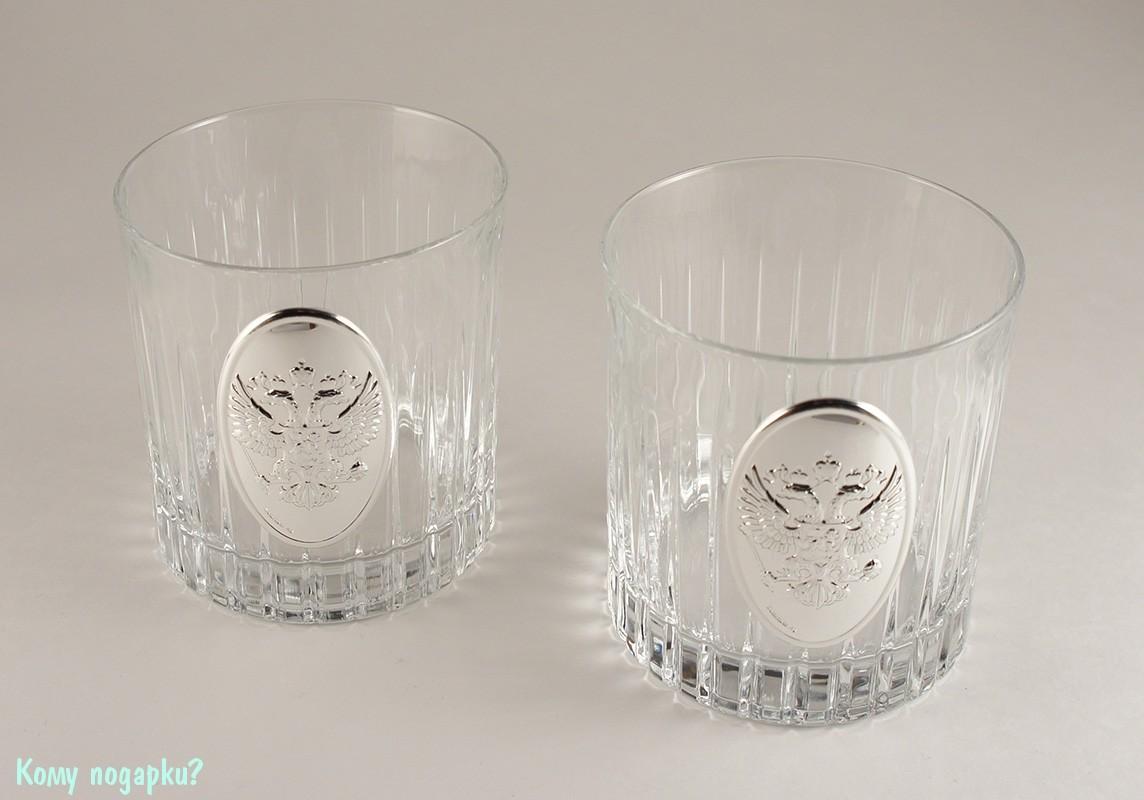 Два бокала для виски с гербом