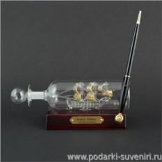 Корабль в бутылке с ручкой на подставке Виктори