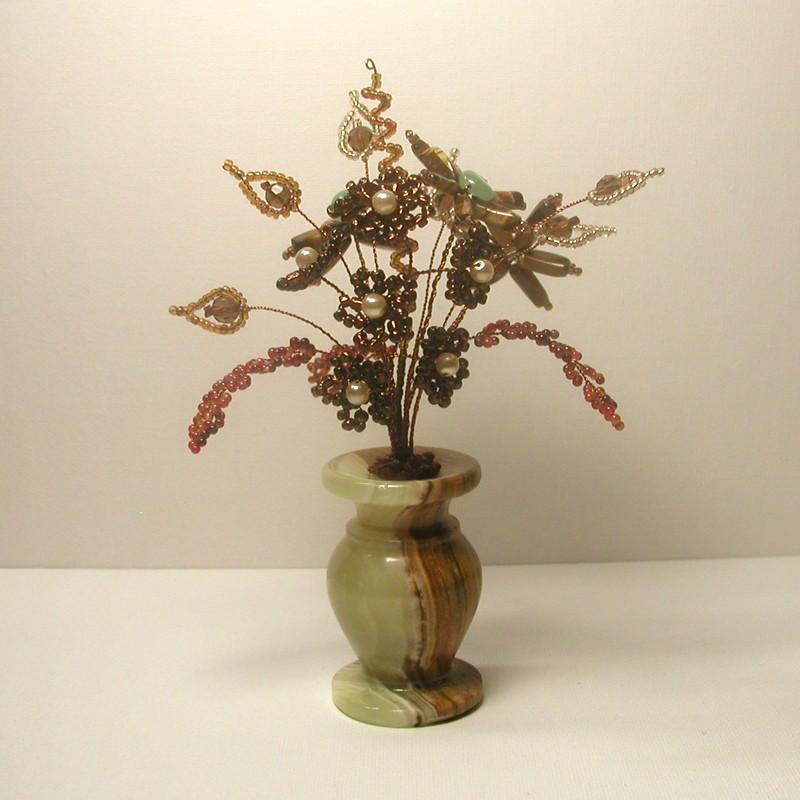Цветы из бисера , нефрита, тигрового глаза и сердолика