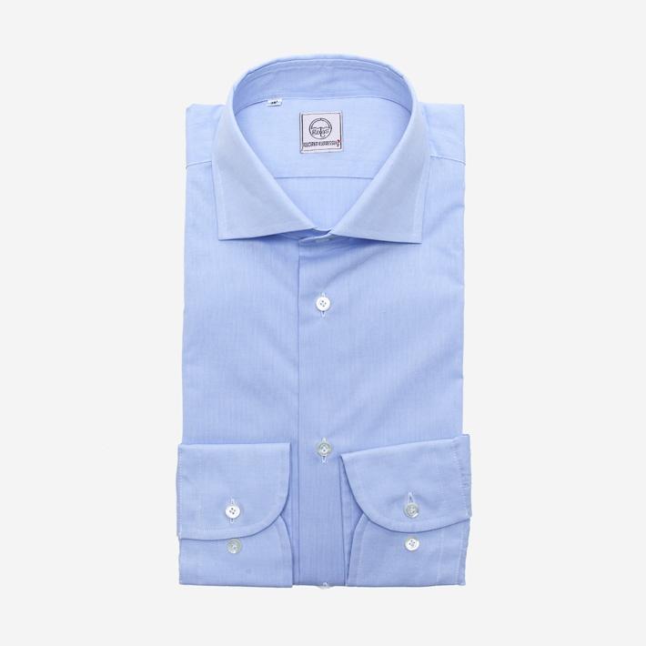 Голубая рубашка с перламутровыми пуговицами