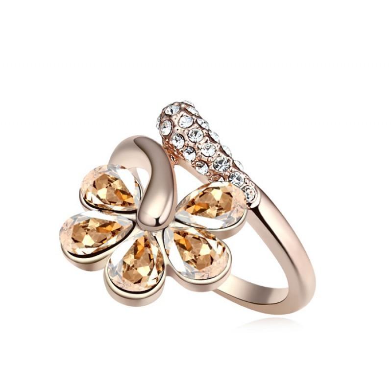 Кольцо «Цветочная лоза» с кристаллами шампань Сваровски