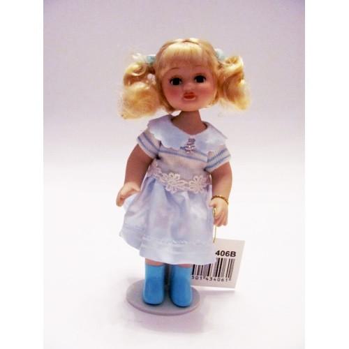 Фарфоровая кукла в голубом платье