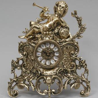 Часы-фигура из бронзы Virtus «Мальчик с трубой»