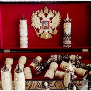 Шахматы деревянные резные с гербом РФ