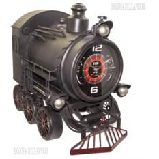 Модель старинного паровоза с часами
