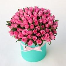 Букет из 101 розовой розы в шляпной коробке (высота 40 см)