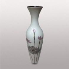 Керамическая ваза с изображением цветов