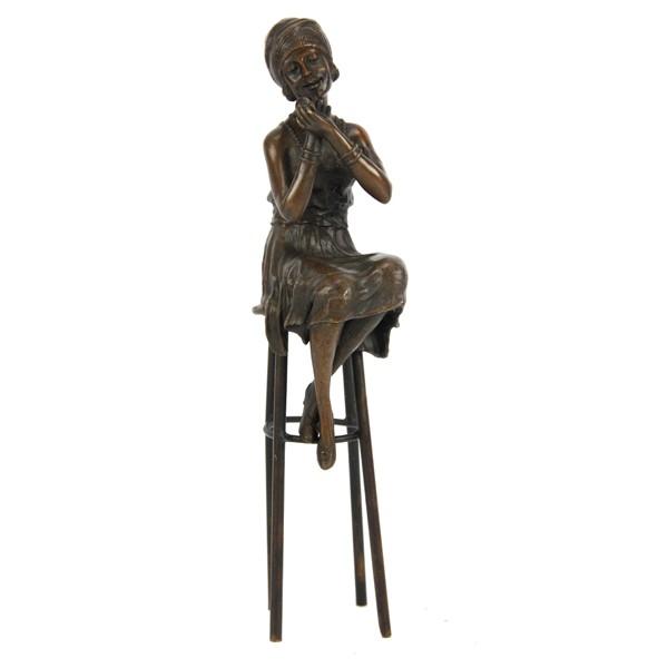 Бронзовая статуэтка Модница на стуле