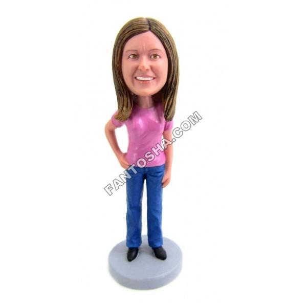 Фигурка Девушка в розовой кофте