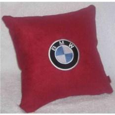 Красная подушка BMW