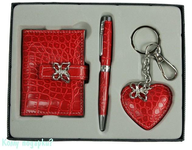Подарочный набор красного цвета: портмоне, ручка, брелок