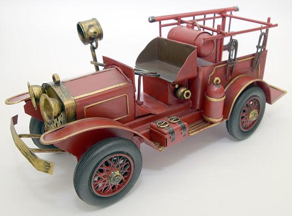 Модель пожарной машины в стиле ретро