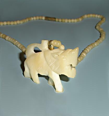 Винтажное колье из кости Хищница