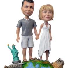 Статуэтка по фото путешественникам «Весь мир у наших ног»