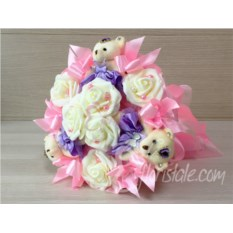 Букет для маленькой принцессы с мишками и розами