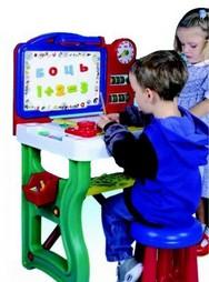 Учебный столик с доской для рисования и алфавитом